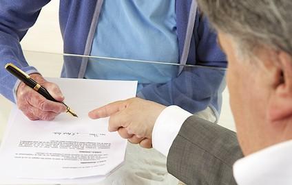 Signature contrat - Personne âgée